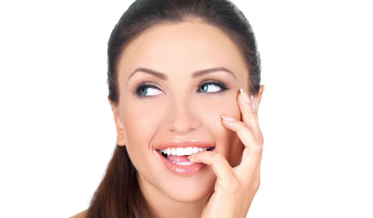 How to Clean Your Yellow Teeth Naturally